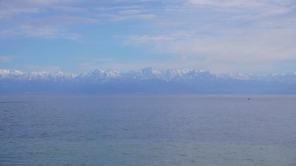 海岸線からの立山連峰